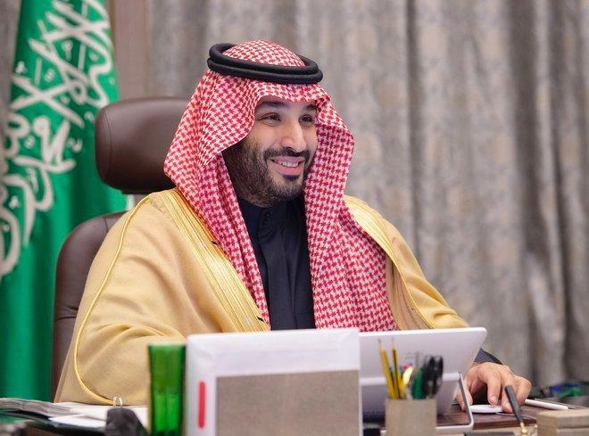"""""""إذا اشتكى منك عضو كلنا نشتكي"""".. السعوديون يفيضون شعراً في حب ولي العهد:"""