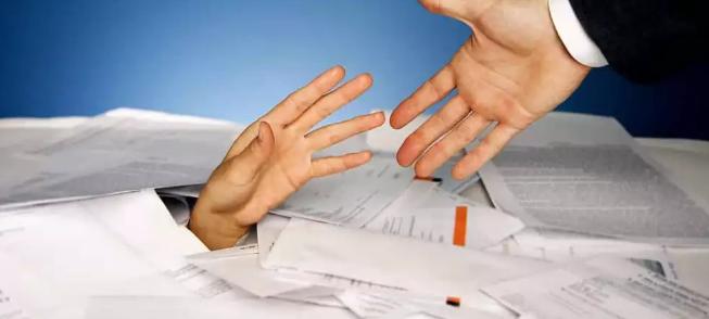 الحذر من الديون: راتبه 10 آلاف ريال وأكل هواء ويطلب حلول!