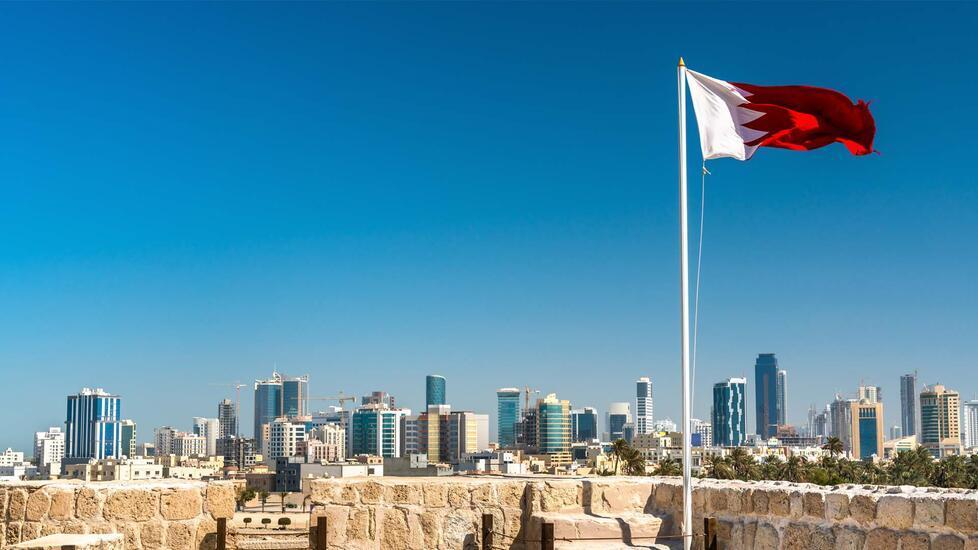 البحرين وفايروس كرونا والقادمين بالعيد خليكم حرصين