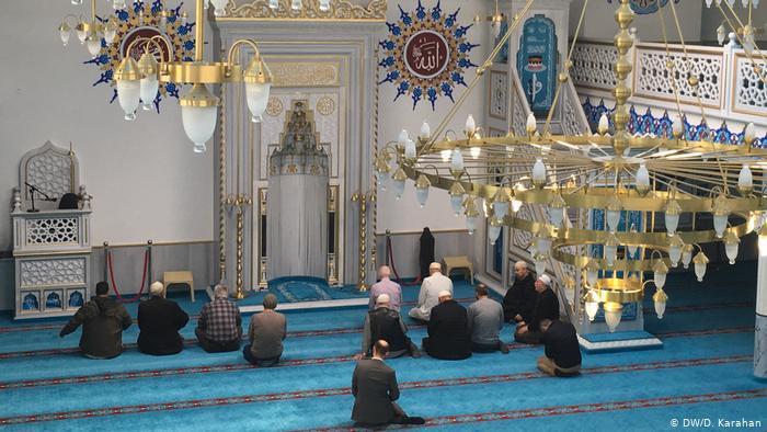 """عاجل.. """"الشؤون الإسلامية"""": تعليق الصلاة في المساجد بسبب كورونا سوف يستمر حت"""